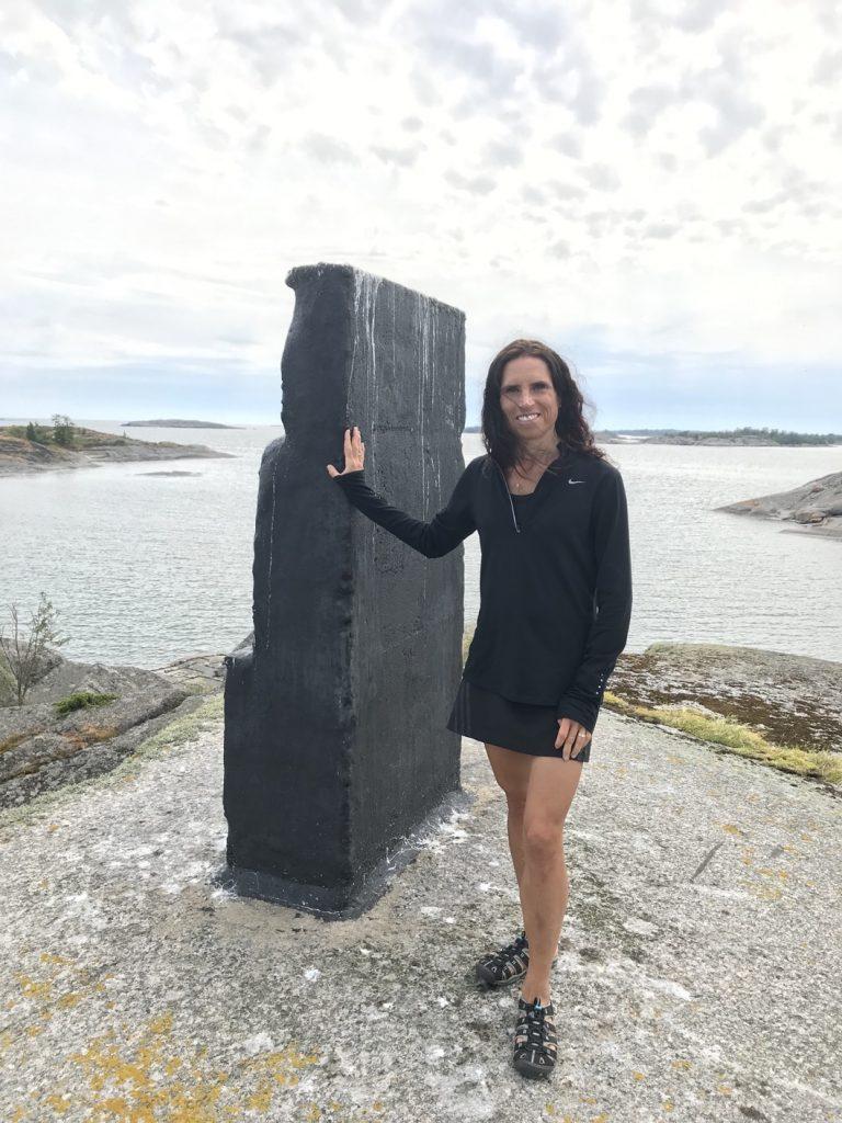 Ett lustigt monument på en av klipporna på Hallskär.