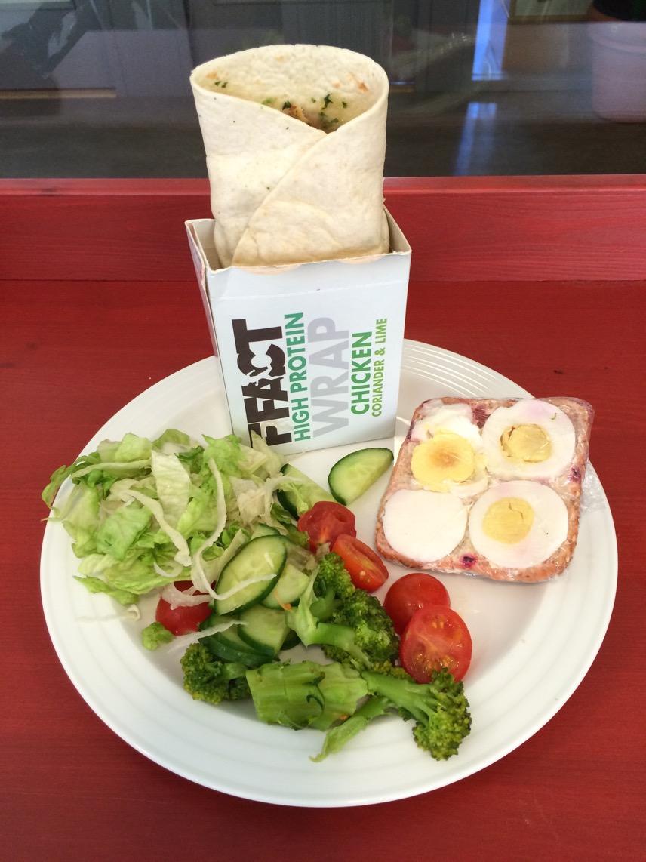 Wrap, sallad och en smörgås - toppenlunch!