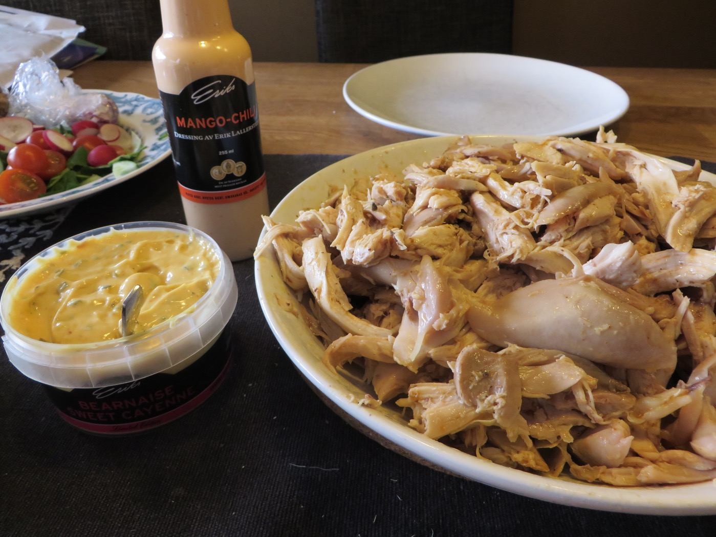 Grillad kyckling med goda såser.