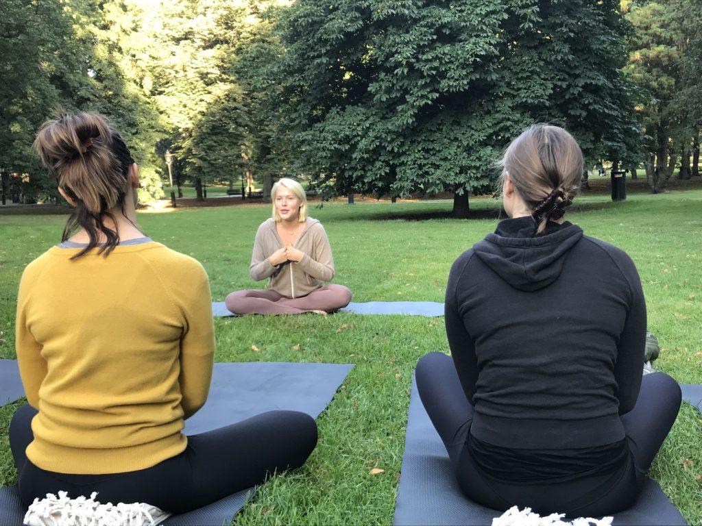 Yoga med Yohanna i Humlegården.