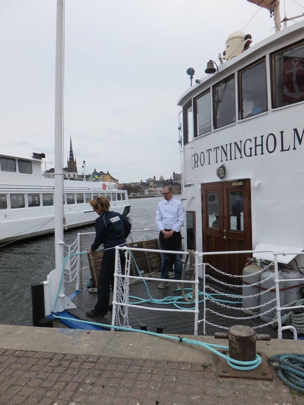 S/S Drottningholm lägger till vid stadshusbron med kocken Peter Karlsson i spetsen!