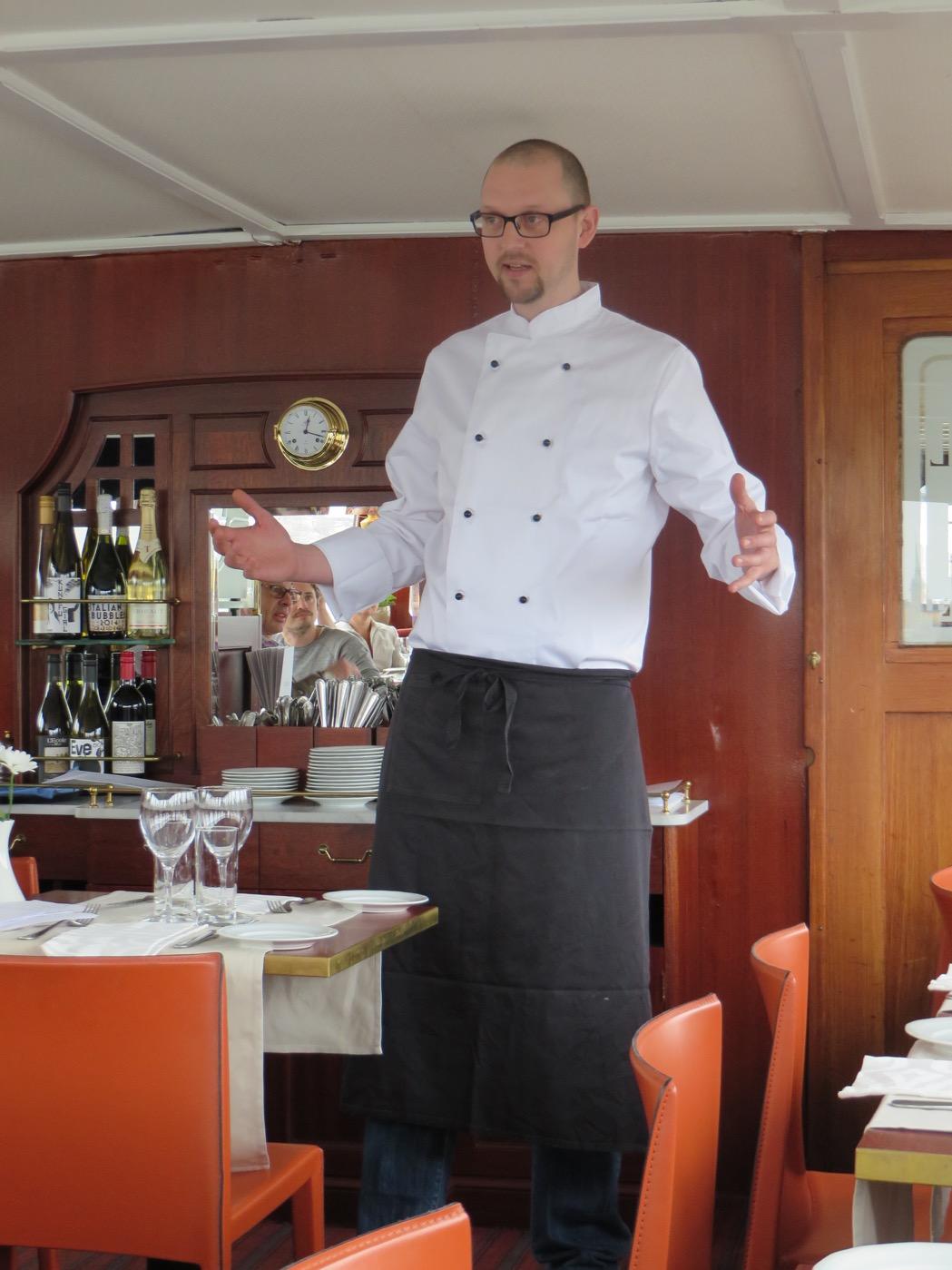 Peter Karlsson presenterar vårmenyn.