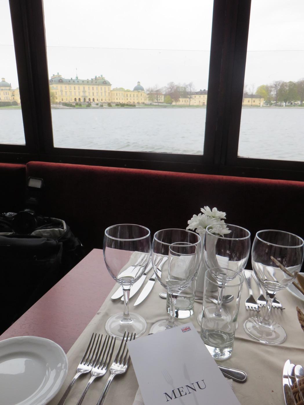 På S/S Drottningholm njuter du både av god mat och läcker utsikt.