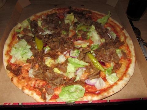 """""""Svensk"""" kebabpizza"""
