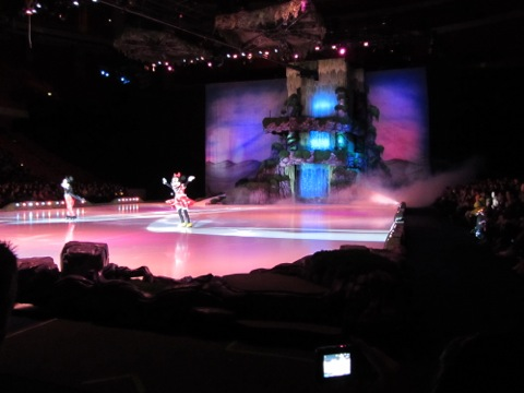 Musse och Mimmi önskar oss välkomna till Disney on Ice 2012