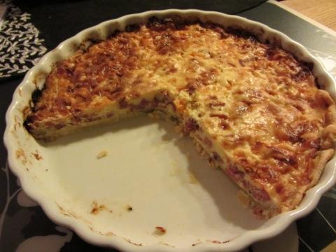 Salami- och ostpaj