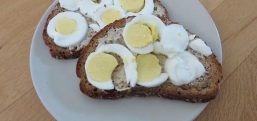 Goda nyttiga äggmackor gjorda på Matildas grova surdegsbröd.