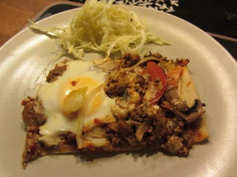 Köttfärs- och äggpizza