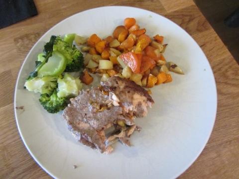 Lax med ugnsbakade rotsaker och broccoli