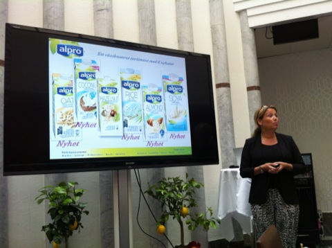 Hanna Möller från Alpro presenterar de gröna mattrenderna och Alpros nyheter