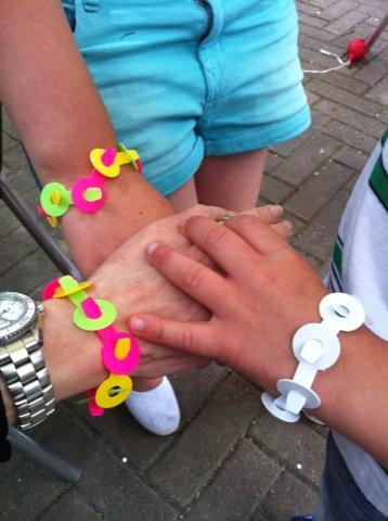 Fina händer, fina armband!