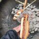 Vi grillade korv, korvbröd och pinnbröd.