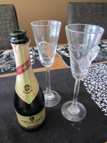 Yllebröllopsdagen skålas in med mousserande vin