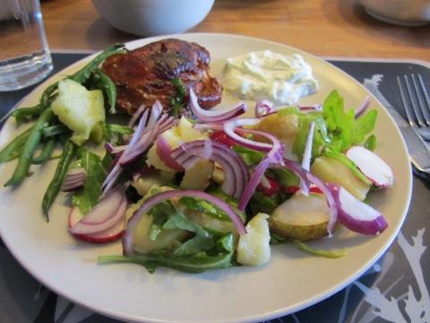 Kyckling med potatissallad och tzatziki