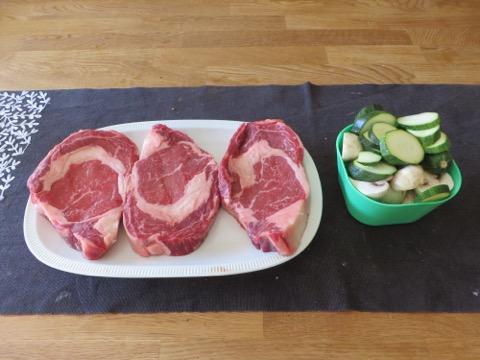 Fint marmorerat kött och egenodlad squash.