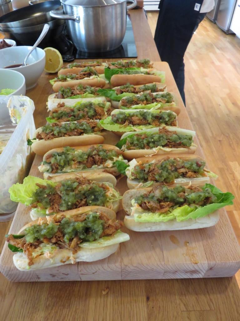 Förrätt - Pulled Chicken BBQ rolls med coleslaw och chilirelish