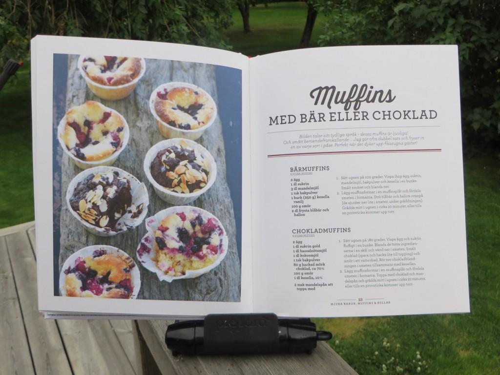 Muffins med bär eller choklad.
