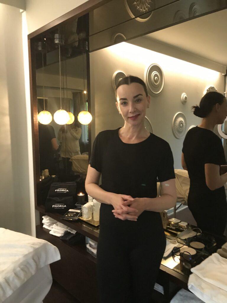 Filorga NCEF ansiktsbehandling utförd av Filorgas hudvårdsterapeut Jessica.