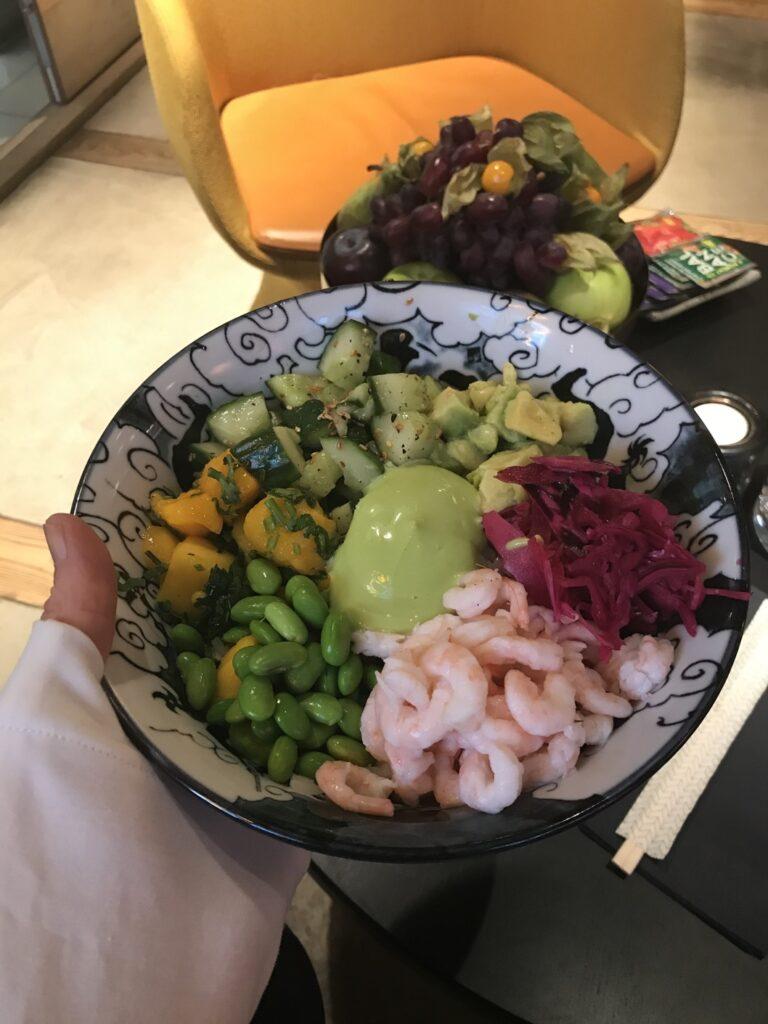 Buddha bowl med räkor.