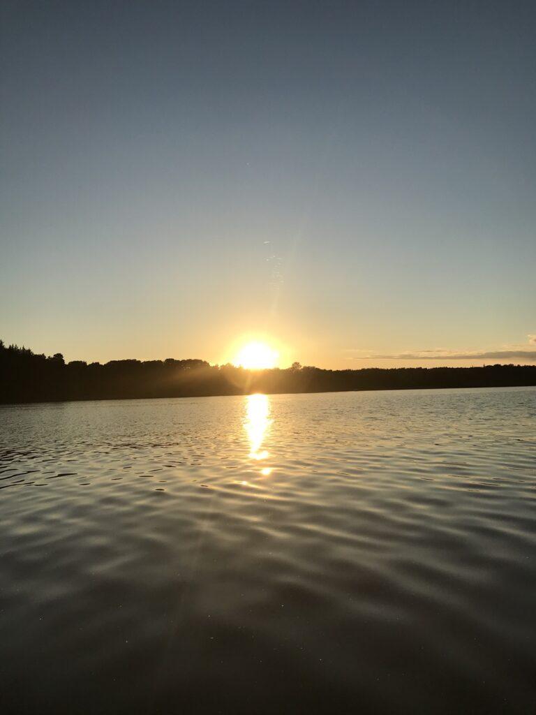 En SUP-tur tillsammans i solnedgången - höjden av romantik och så magiskt!