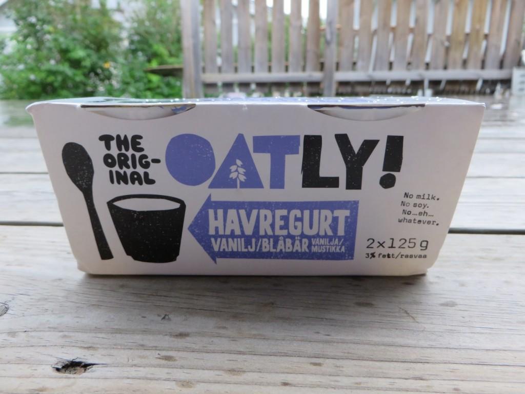 Oatly Havregurt vanilj/blåbär.