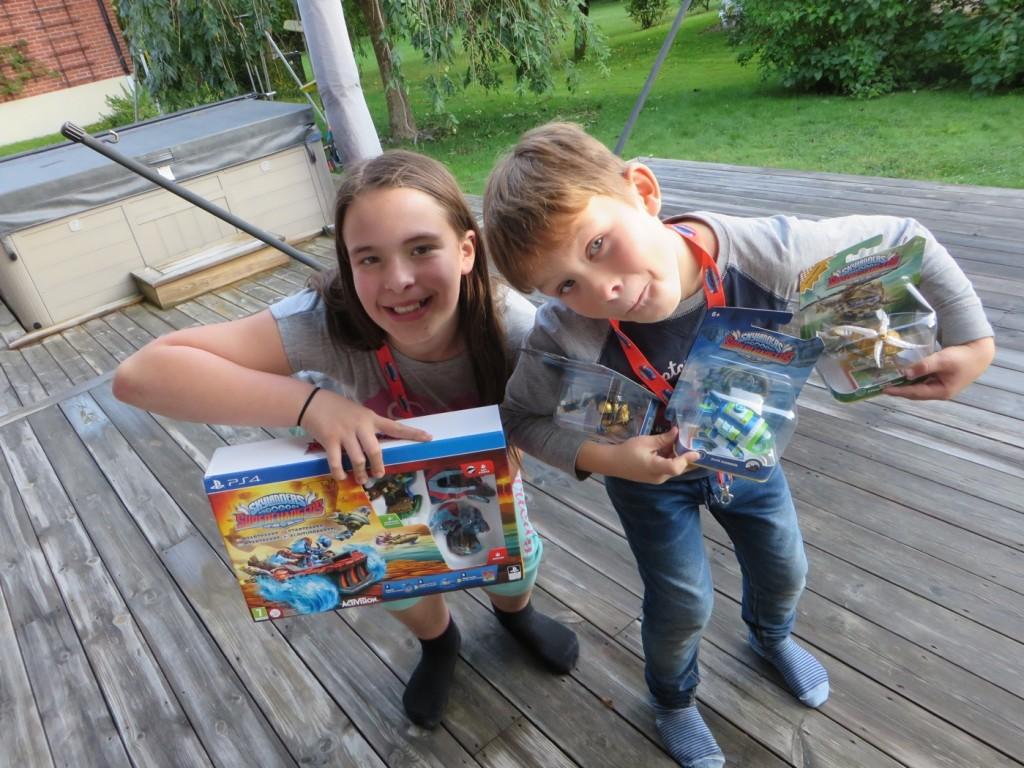 Riktigt glada barn när det vankar Skylanders!