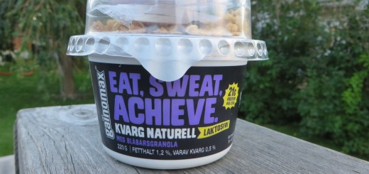 Kvarg i bägare med topping, Eat Sweat Achieve, från Gainomax