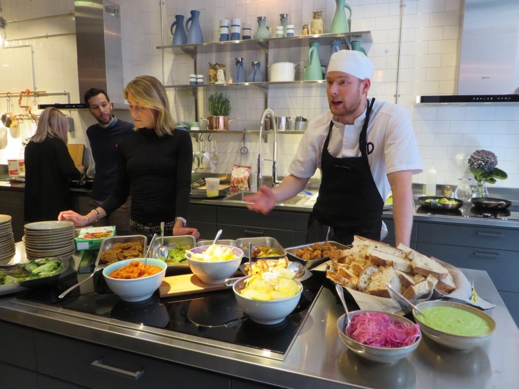 Urban Delis kock Douglas bjuder på Hej Vego och fantastiska tillbehör.