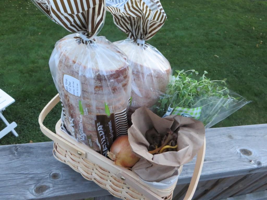Bröd, trattkantareller, lök och timjan - lyxigt kvällsfika?!