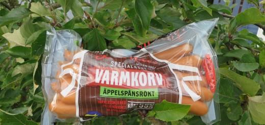 Lithells äppelspånsrökta varmkorv.