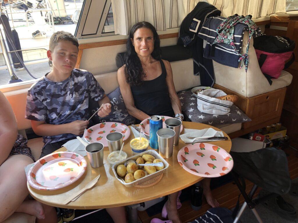 Mat under båtsemestern