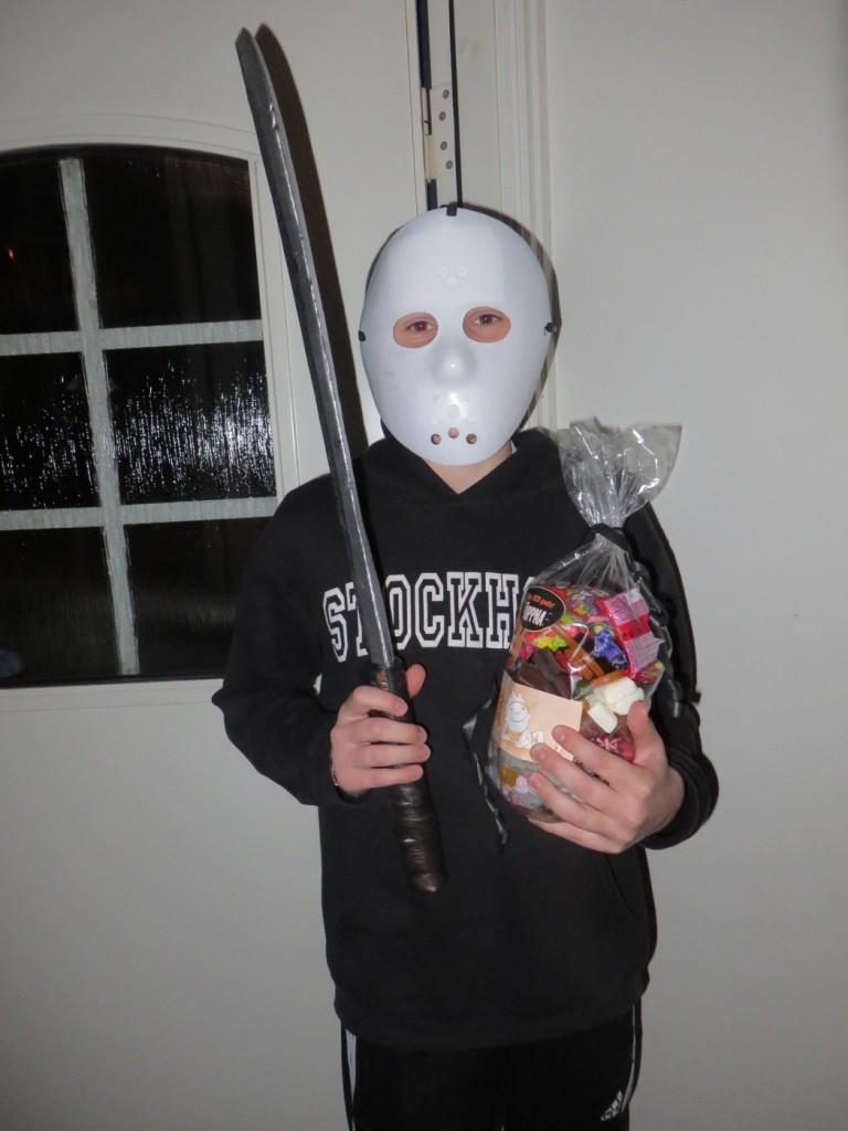 En lycklig vinnare av Halloweenjakten