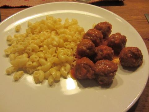 Köttbullar med pasta