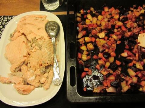 Inkokt lax med ugnsbakade grönsaker