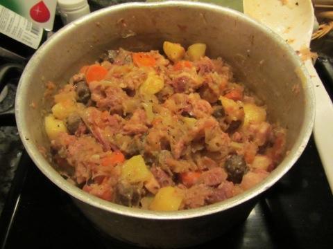 Choucroute kokar på spisen