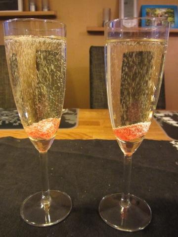 Mousserande vin med geléhjärtan
