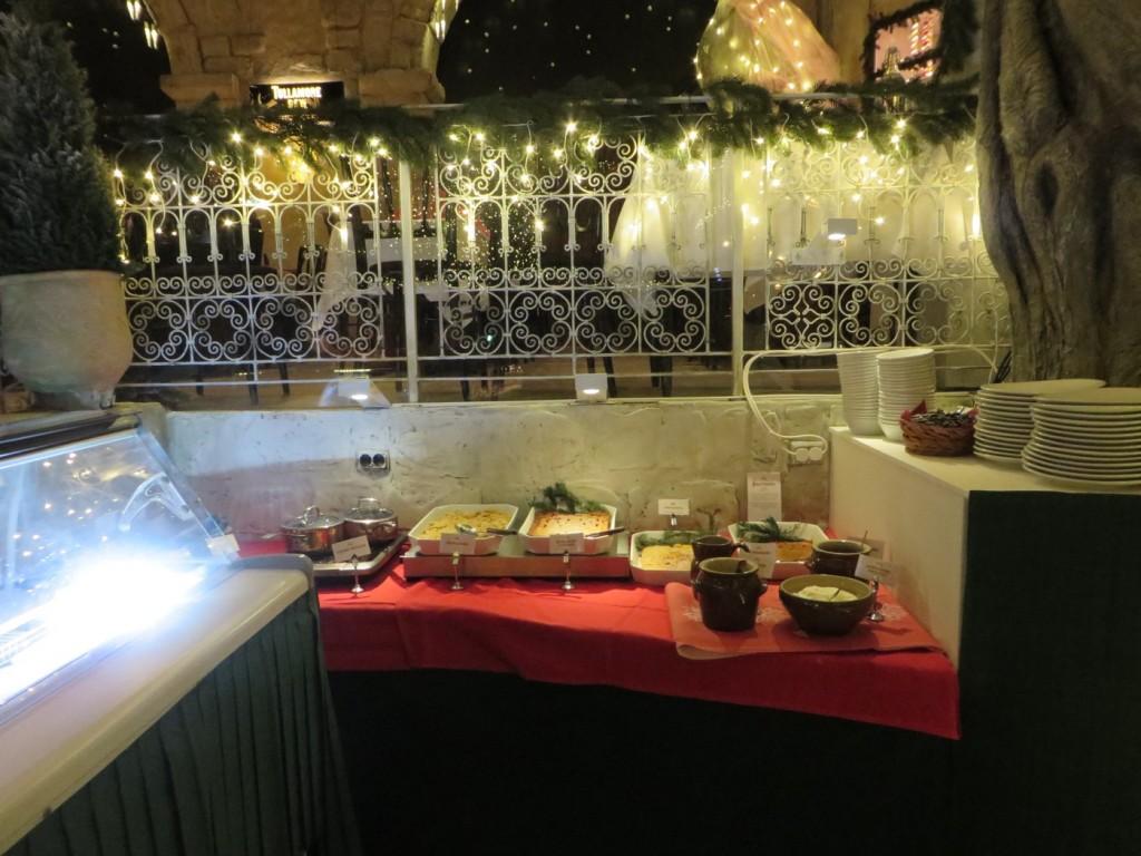 Glassar, ostkakor, kalvdans, äppelpaj, bär och sås, Upplev Tyrols Vilda julbord