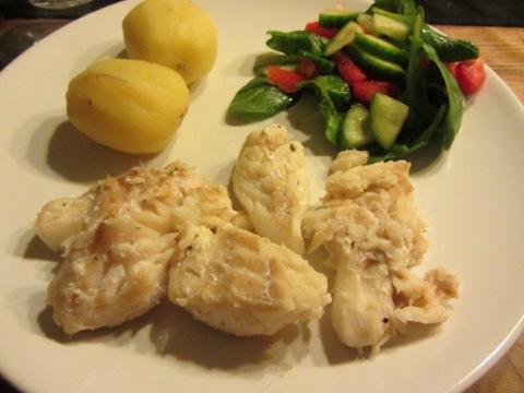 Stekt torsk med potatis, remouladsås och grönsaker