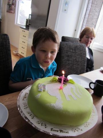 Dags att blåsa ut ljusen på tårtan