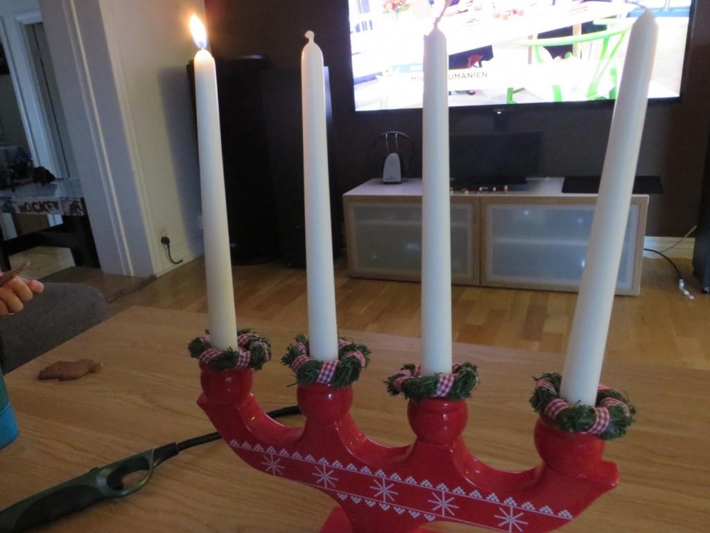Första ljuset i adventsljusstaken är tänt!, Glad första advent!