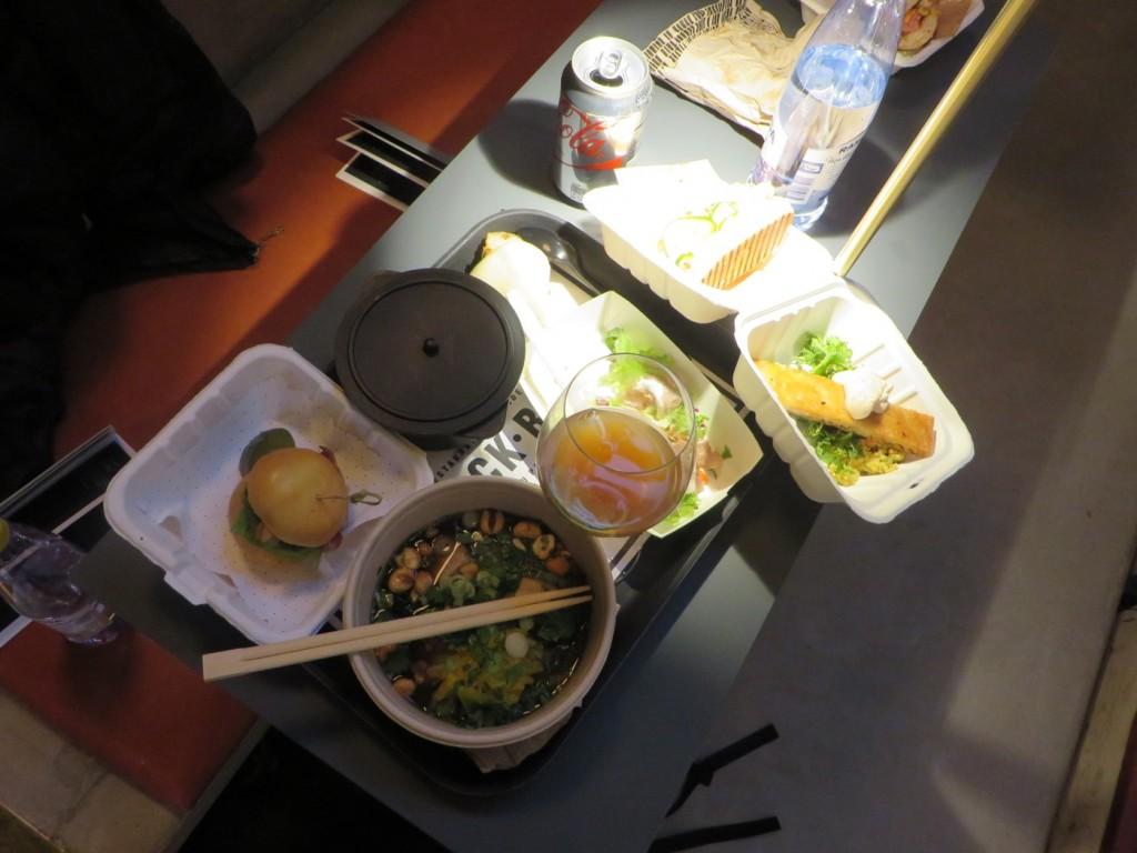 All denna mat är min!!! Man måste smaka av allt!!!