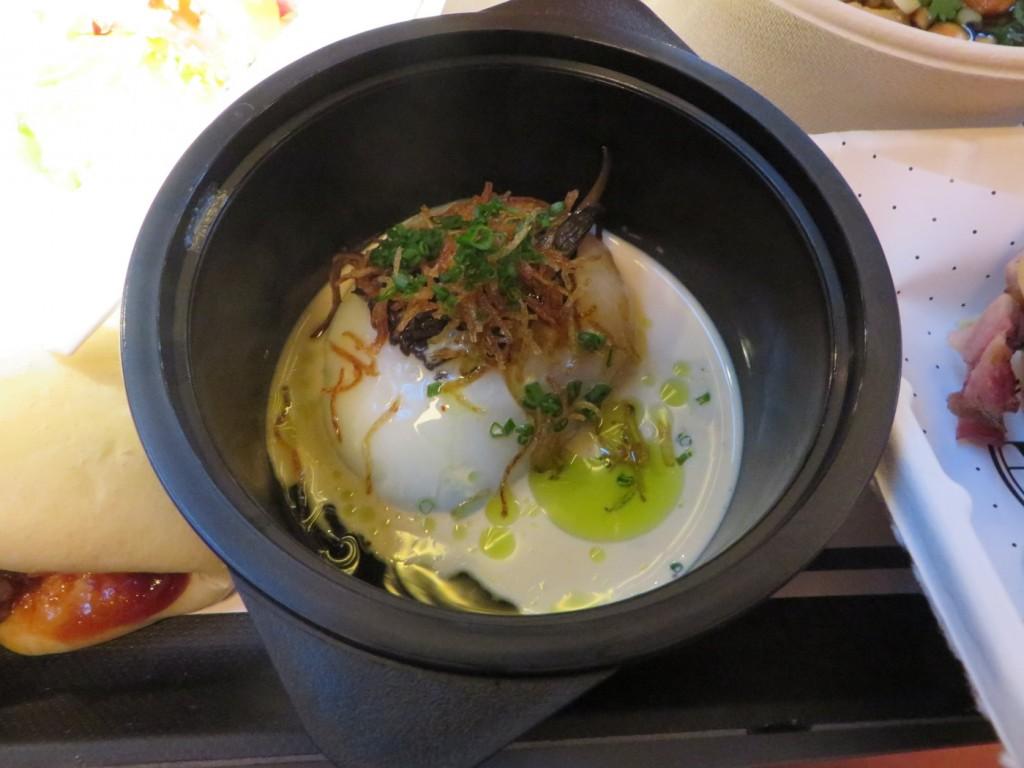 63-graders ägg med karamelliserad grädde, svamp och krispig potatis