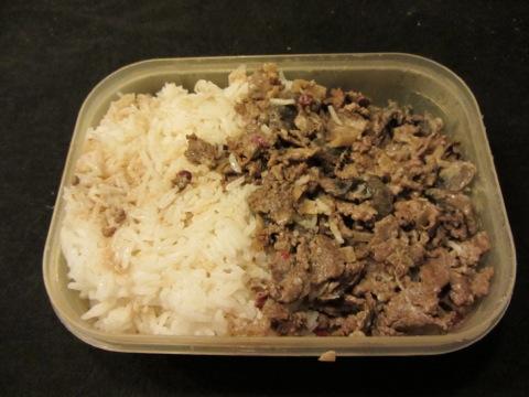 Renskavsgryta med ris i låda - jepp, tisdag och simning betyder mat i låda