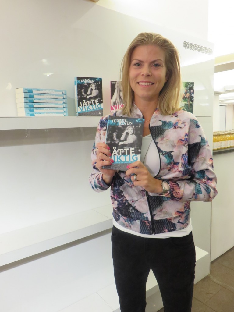 Underbara Terese Alvén med sin nya bok Jätteviktig