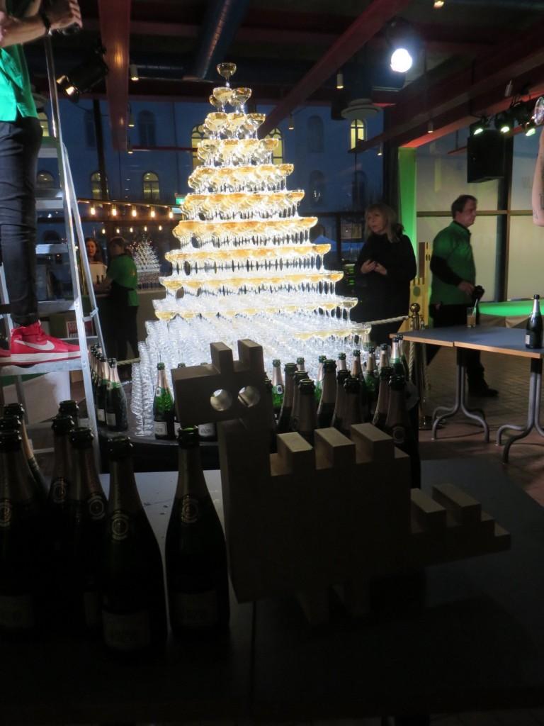 Sveriges, och troligen världens, högsta champagnetorn