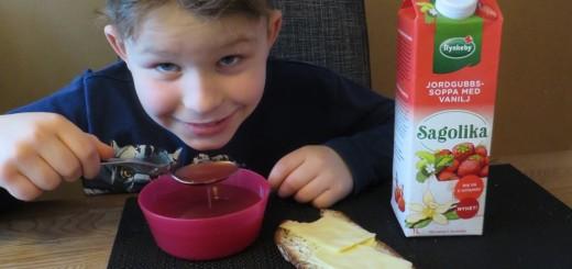 Sagolika jordgubbssoppa med vanilj.