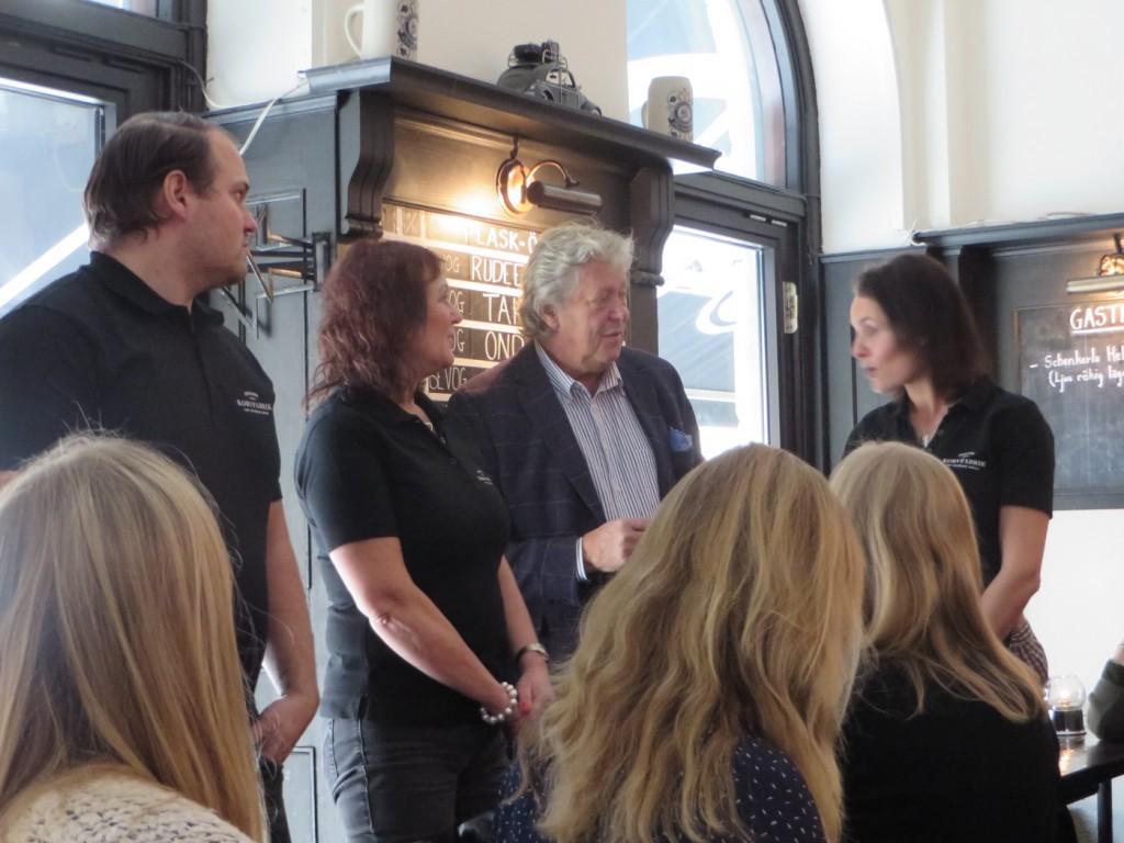 Ulf Elfving ledamot i Korvakademin presenterar årets korvprofiler som är Sorunda Korv