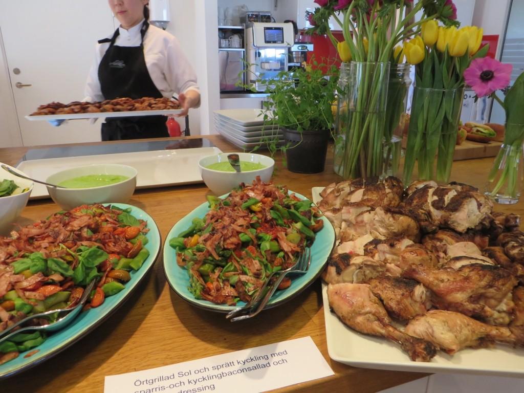 Örtgrillad sol&sprätt kyckling med sparris- och kycklingbaconsallad + ramslöksdressing