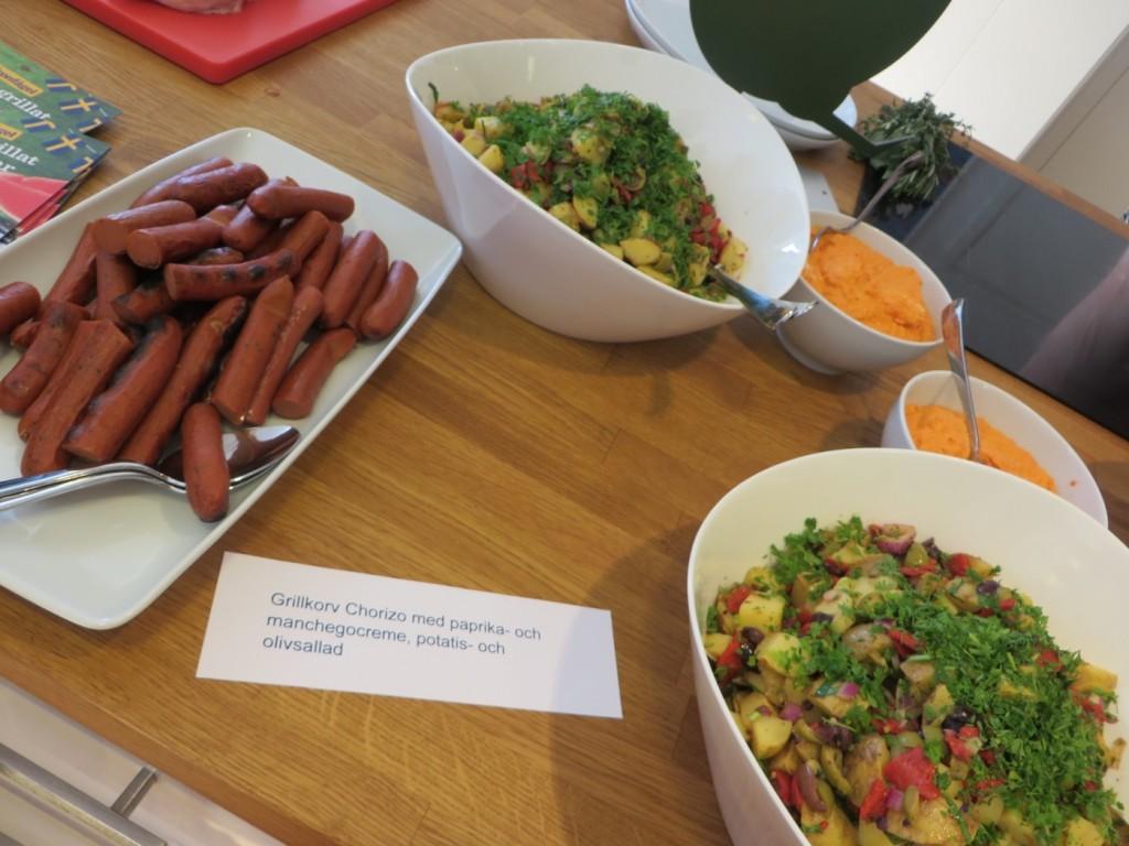 Grillkorv chorizo med paprika- och manchegokräm+ potatis- och olivsallad