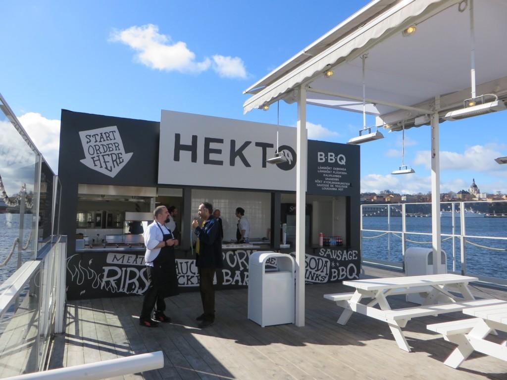 Hekto BBQ, en food truck utan hjul som säljer maten i lösvikt.